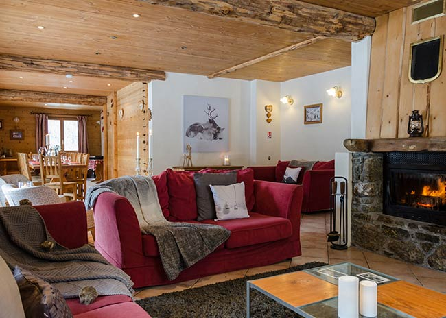 Chalet with hot tub and open fire in Peisey village