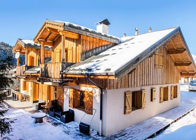 Chalet in Peisey with snow on the ground